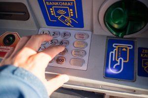 Wypłata w bankomacie