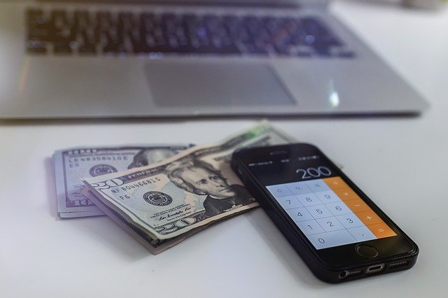 Ile trzeba zarabiać żeby dostać kredyt 100 000?